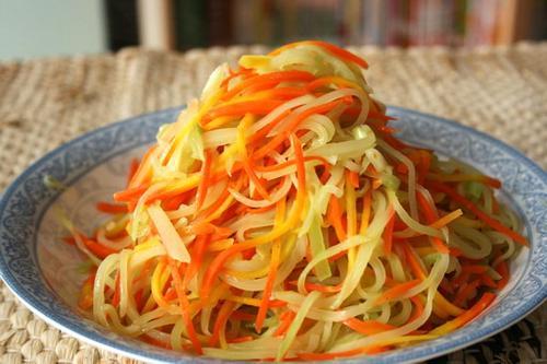 高维生素的营养美食 蒸胡萝卜缨