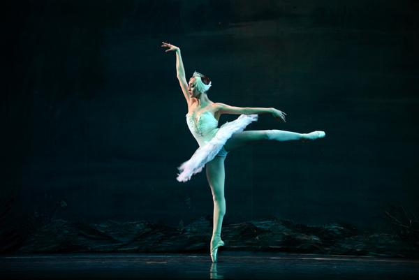 贾笑云 兰州/俄罗斯国家芭蕾舞团《天鹅湖》兰州演出剧照。贾笑云摄