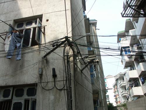 6月4日前轨道交通一号线全线所有架空线缆将全部落地