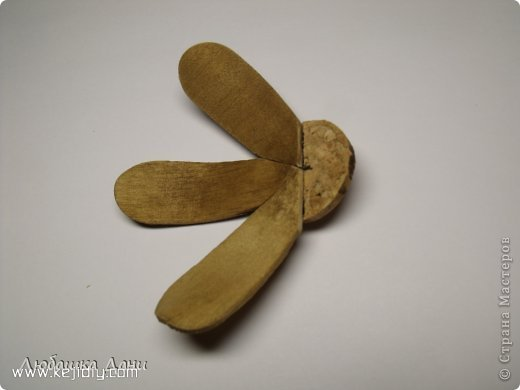 雪糕棍也别浪费咯,可以用来做做小手工,比如小房子,笔筒,天使挂件等等