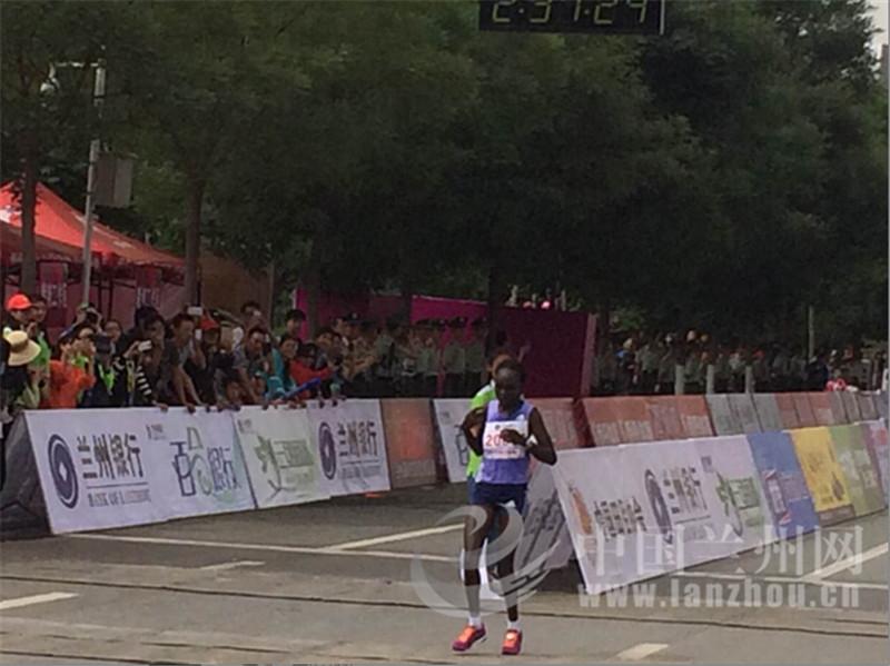 2015兰州国际马拉松赛全程女子组冠军产生