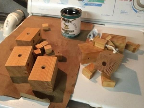 手工小制作玩具:木头机器人