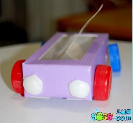 玩具手工小制作图解:废物利用做的小汽车