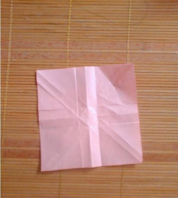 纸玫瑰的折法图解 一朵不枯萎的爱