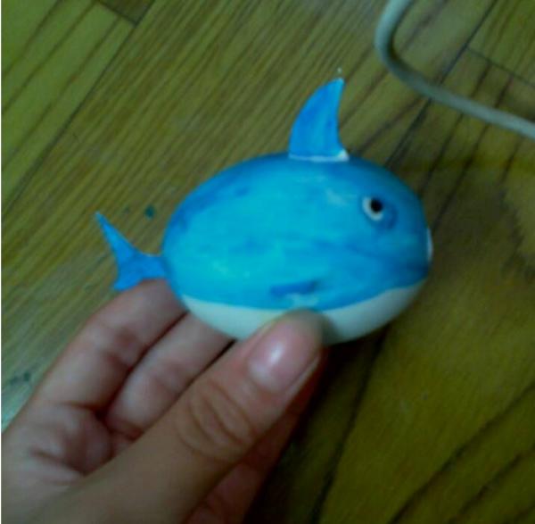 手工玩具小制作:蛋壳鲨鱼