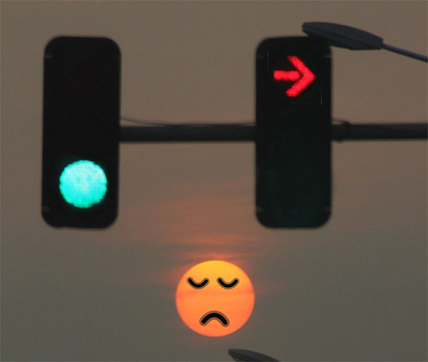 如上图,  圆形的,非箭头的 ,就是圆饼红灯 有些地方的圆饼红灯它会
