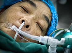 合肥母亲捐肾救儿 含泪上手术台