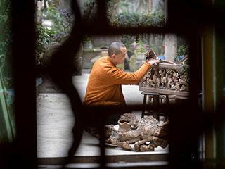 中国人的一天:10年间他一砖一瓦拼出8栋老宅