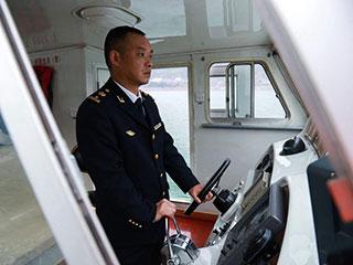 海事监督员连续14年为三峡学生护航