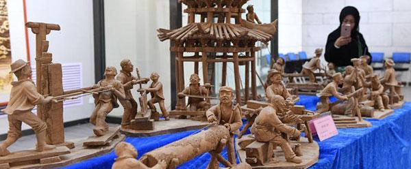"""130件工艺品齐聚兰州 集中展现多彩""""丝路文化"""""""