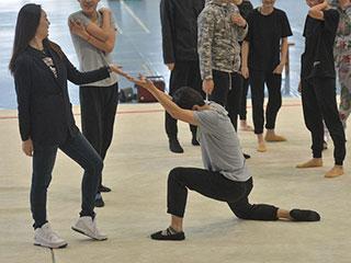 中国人的一天:女硕士带队跳操 跳出世界银奖