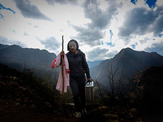 女村医接生476个孩子 自己却无法做母亲