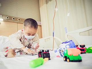 中国人的一天:7岁孩子北漂求医4年 渴望上学