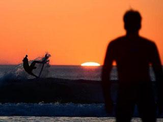 世界冲浪大赛:冲浪者身姿