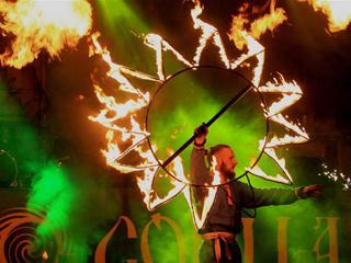 白俄罗斯民俗节上的火把表演