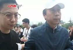 数百人雨中送别唐杰忠 姜昆:他是业界楷模