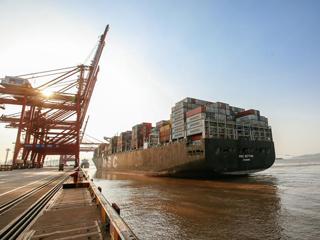 """宁波舟山港:打造服务""""一带一路""""的重要支点"""