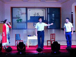 河南:乡村农家小舞台 扶贫文艺大巡演