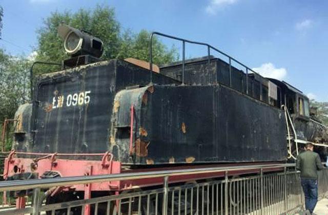 甘肃:蒸汽火车现身白银矿山公园 年代感十足