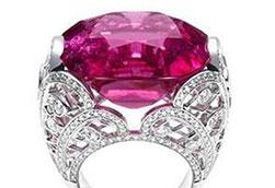 比爱情更诱人 玫红色彩宝戒指