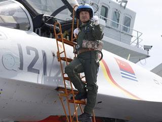 歼―15飞行员曹先建:开创重伤后重返海天的奇迹