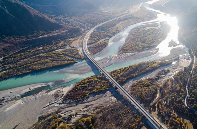 高等级公路提升西藏交通运输能力