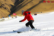 甘肃张掖:冰雪运动爱好者尽享欢乐