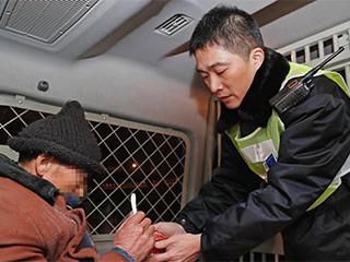 寒潮来袭 上海加大力度救助流浪、乞讨等人员