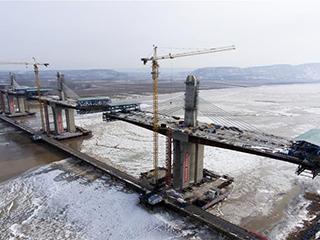 运宝高速公路黄河大桥加紧施工