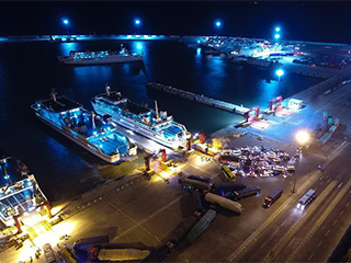 海口三港通航仍有大量汽车等待过海
