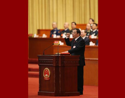 国家监察委员会主任杨晓渡进行宪法宣誓