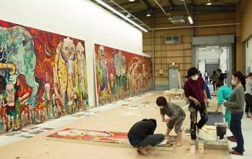 村上隆:成功的画家孤独地吃掉自己
