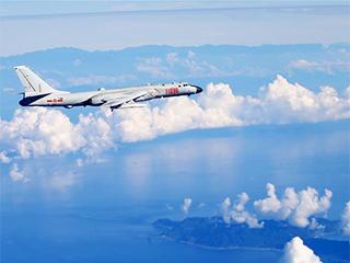 """战略空军的新航迹――人民空军向""""空天一体、攻防兼备""""战略目标高飞远航"""