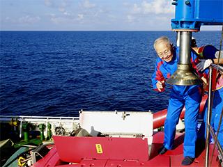 """""""深海勇士""""号迄今年龄最大乘客:82岁汪品先院士在南海下潜获重要发现"""