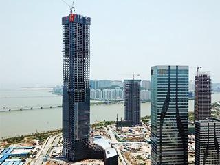 广东珠海在建第一高楼主体封顶
