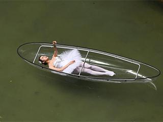 湖南湄江上演水上静态舞 呼吁回归自然