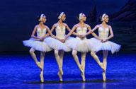 乌克兰基辅儿童芭蕾舞团在新疆演出《天鹅湖》