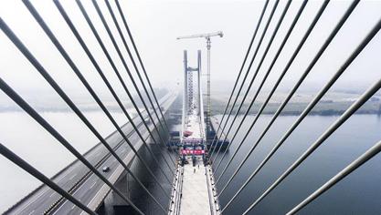 蒙华铁路汉江特大桥合龙