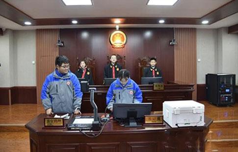 """兰州:国家宪法日中学生走进法院当""""小法官"""""""