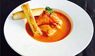法式海鲜汤配酥皮棍
