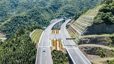 铜仁至怀化高速公路(贵州段)建成