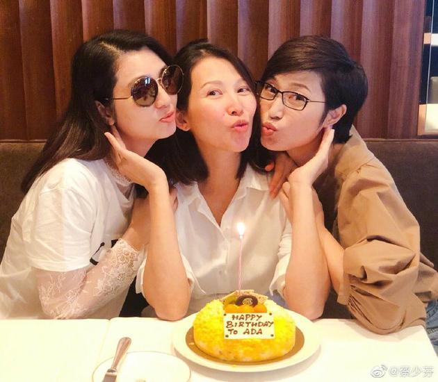蔡少芬素颜同洪欣陈法蓉合照 与姐妹淘提前庆生
