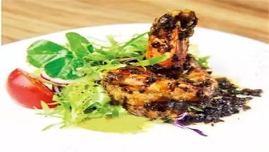 蔬菜沙拉配梅菜焗明虾
