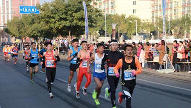 """2019甘肃区域马拉松收官:牛肉面相伴青藏驿站""""红马"""""""