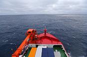 """""""雪龙2""""号首次进入南极地区"""