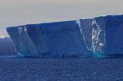 宇航员海的美丽冰山
