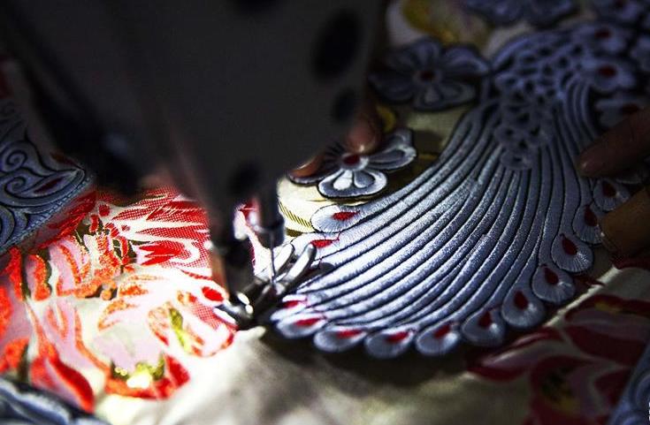 贵州黔西:赶制新衣迎新年