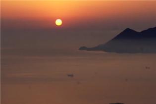 实拍福建沿海小城霞浦海上日出 气势磅礴