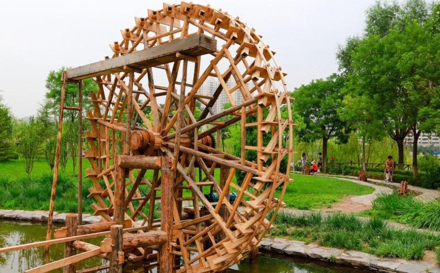 安乐村小学师生创作4米木刻版画赞兰州