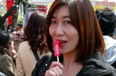 脸红害臊!看日本女性大胆玩男性生殖器